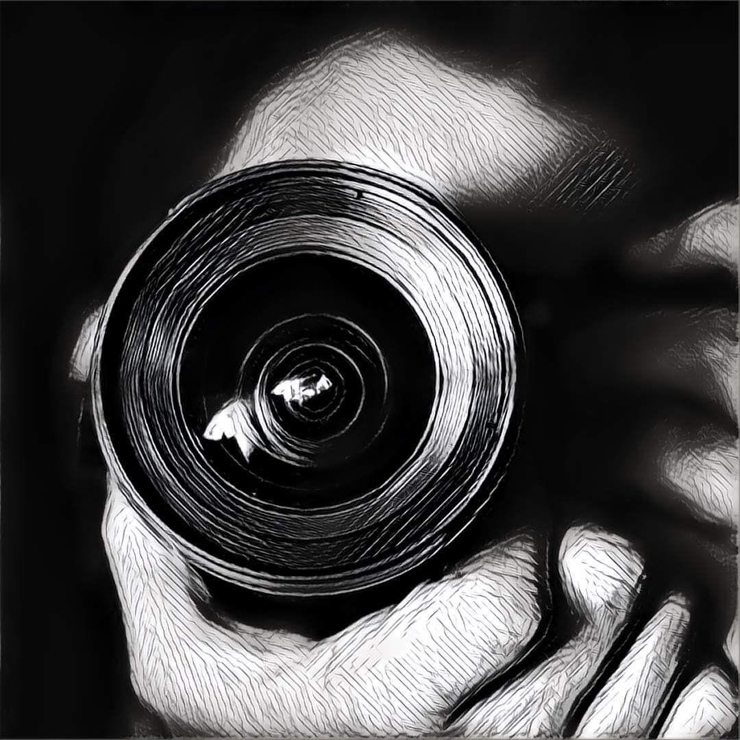 Mit Dem Fotografieren Im Traum Kann Sich Der Traumende Unter Anderem Einen Besseren Blick Auf Eine Situation Verschaffen Fotografie Selbstportrat Traumdeutung