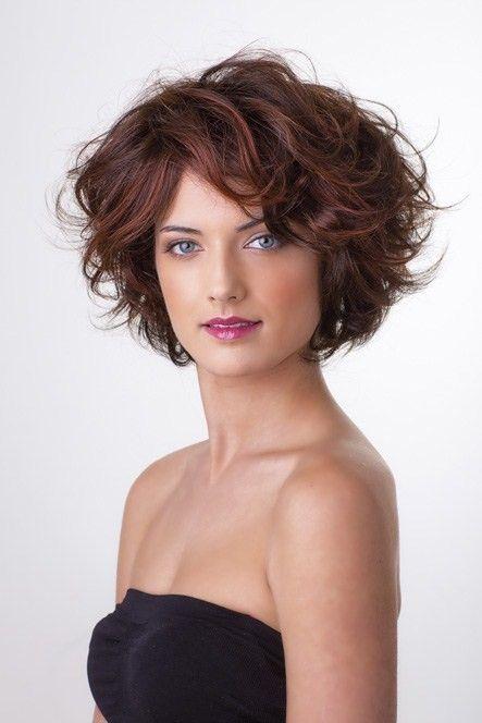 Épinglé par Catherine Turgeon sur Coupe cheveux frisés en