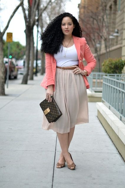 Girl with curves. I'm not plus-sized, but I do have hips and like her, and love her style. I'd love this outfit.