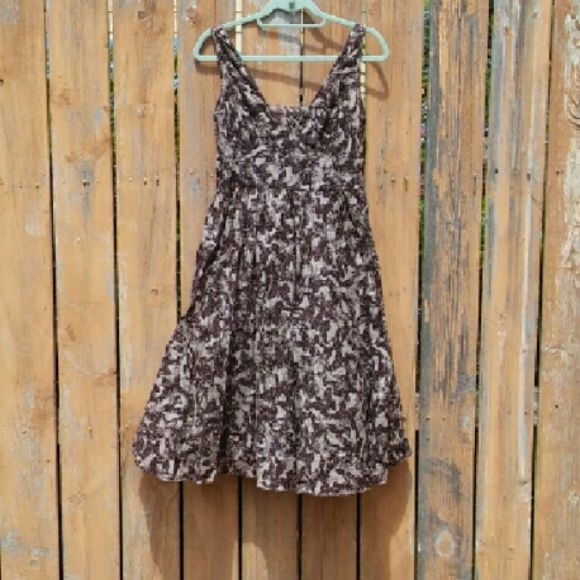 Banana Republic Cotton Butterfly dress Size 6 Fully-lined Side zip Midi length Breezy butterfly pattern Brown and light grey/brown Banana Republic Dresses Midi