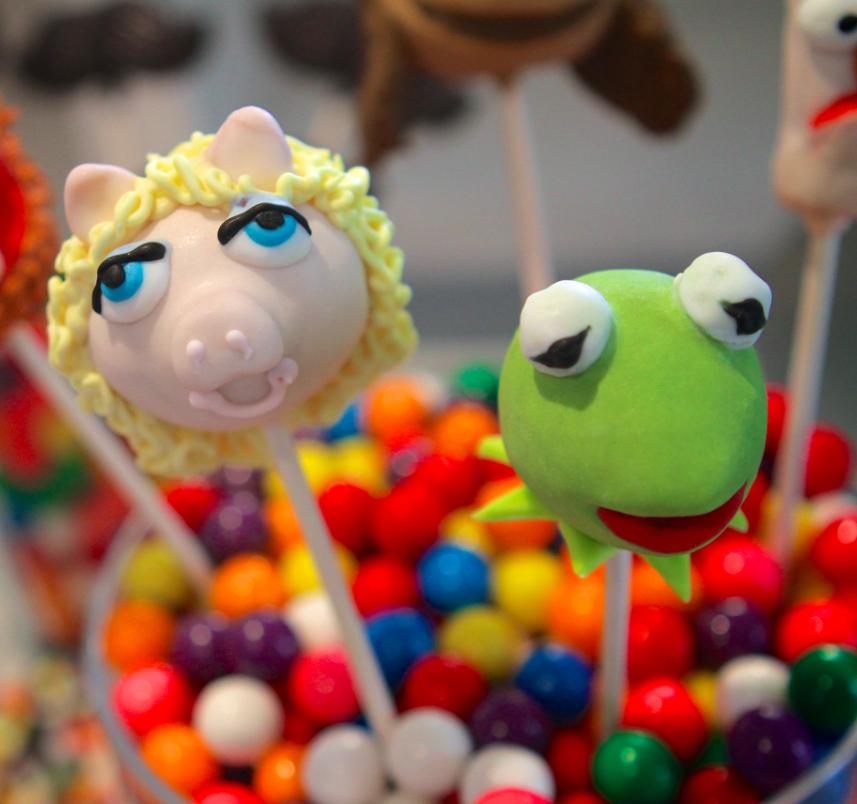 "Kermie & Miss Piggy ""Muppet"" cake pops"