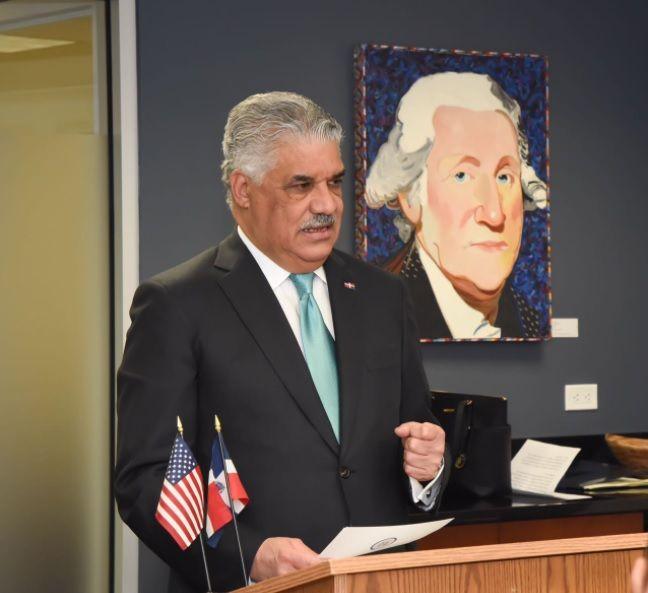 """República Dominicana busca un """"mayor equilibrio"""" en su relación con EE.UU., según canciller"""
