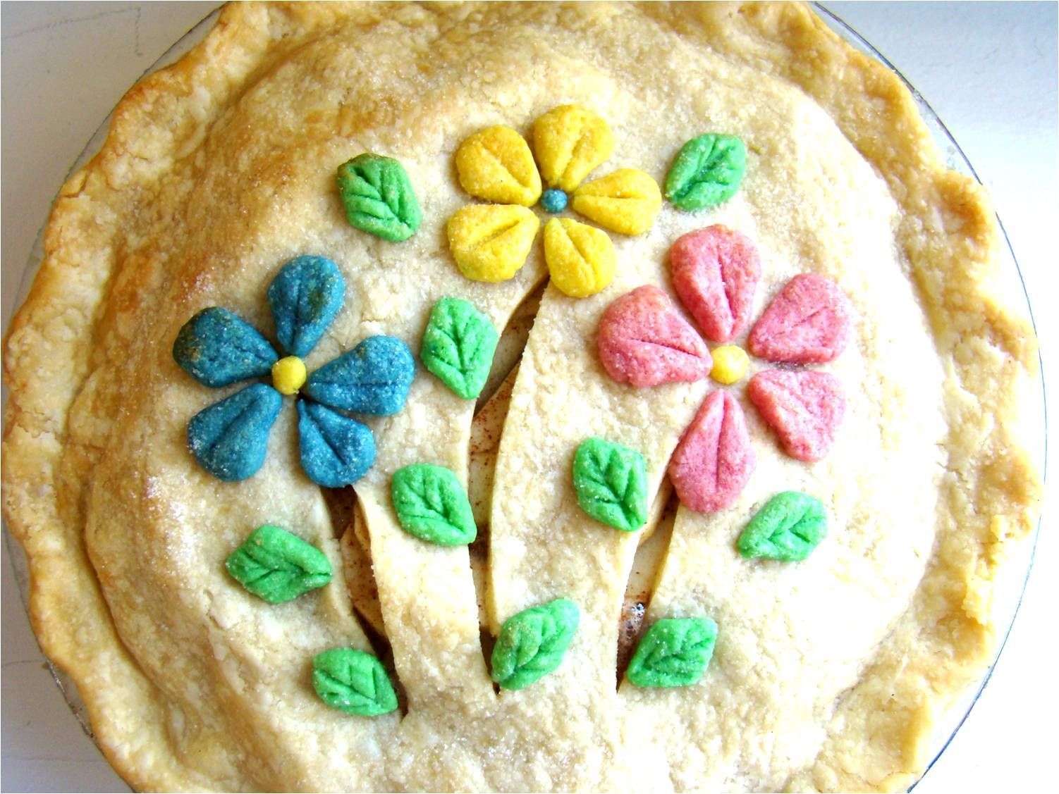 Check out the how-to for this lovely Springtime Apple Pie (@Christianne Marra Crump Feedbag)
