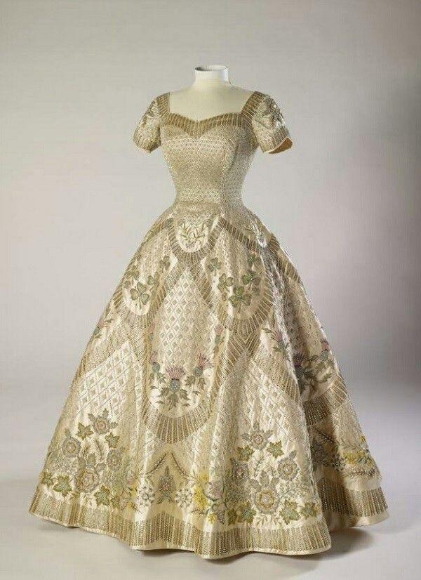 Coronation gown of Queen Elizabeth II, Norman Hartnell, 1953 | very ...