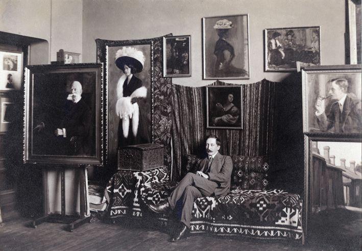 Director of Turku Art Museum Axel Haartman (1877-1969) in his office 1909.