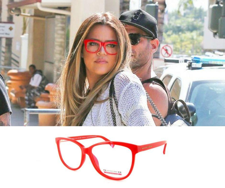 3ac9bd99c1 Khloe #Kardashian con gafas de pasta rojas similares al modelo de ...
