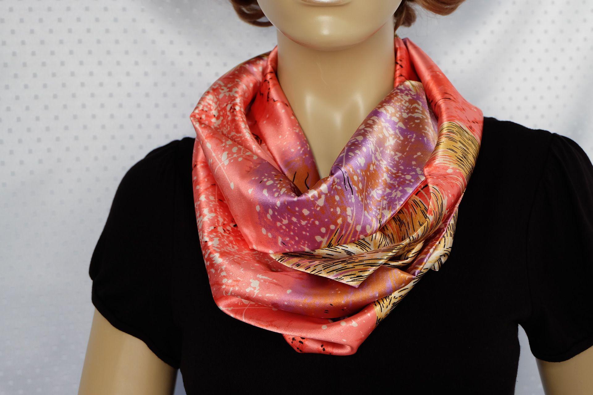 Foulard en satin de soie rose et mauve   Echarpe, foulard, cravate par  iguana-creation 957928d2534