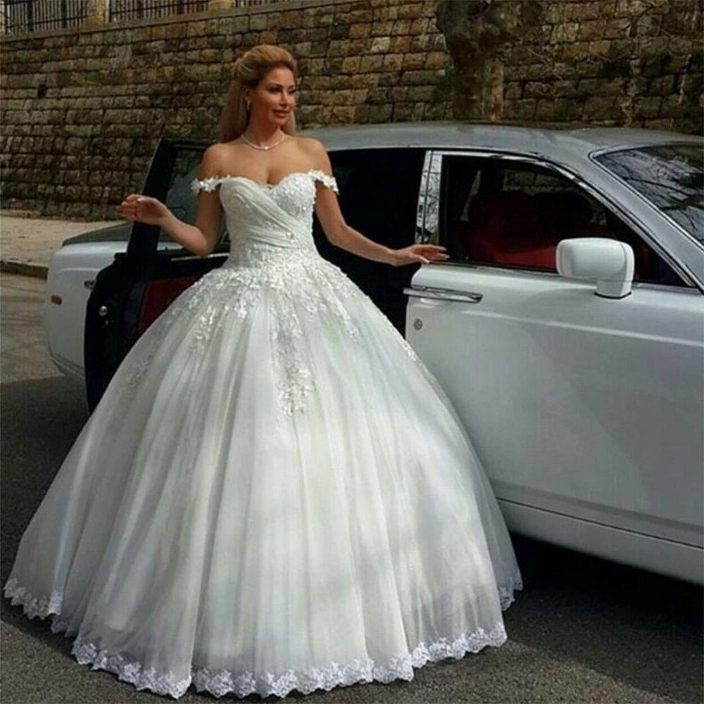 Find a Sweetheart Ball Gown Wedding Dress Beautiful Beaded Lace ...