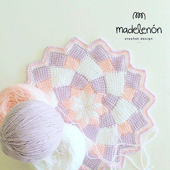 Trabajando en el Nuevo patron con entrelac crochet! 😃 Working in a ...