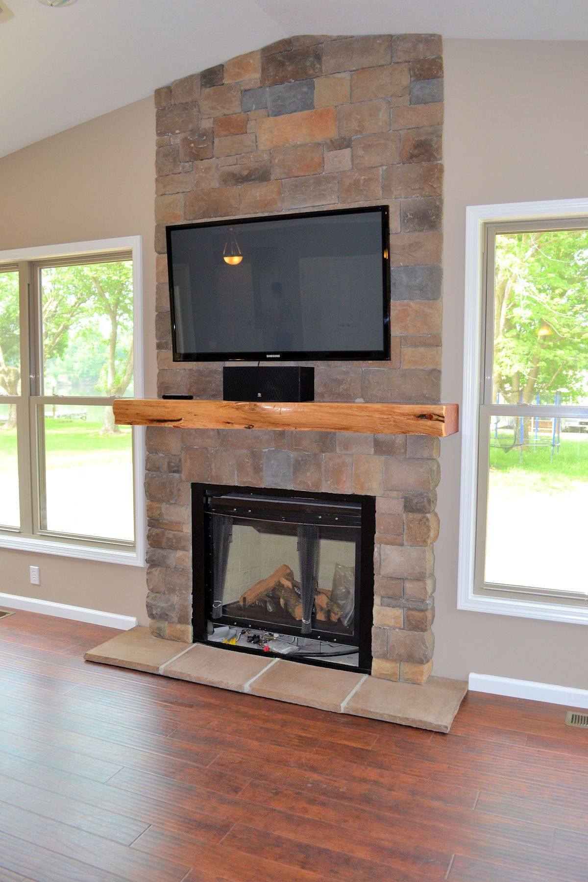 Kamin Umgibt · Kamine · Fireplaces With Tv Above | , Fireplace Stone Wall  And Electric Fireplace With Tv Above .