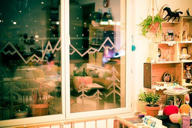 d co de no l au masking tape neige fen tre et s rum. Black Bedroom Furniture Sets. Home Design Ideas