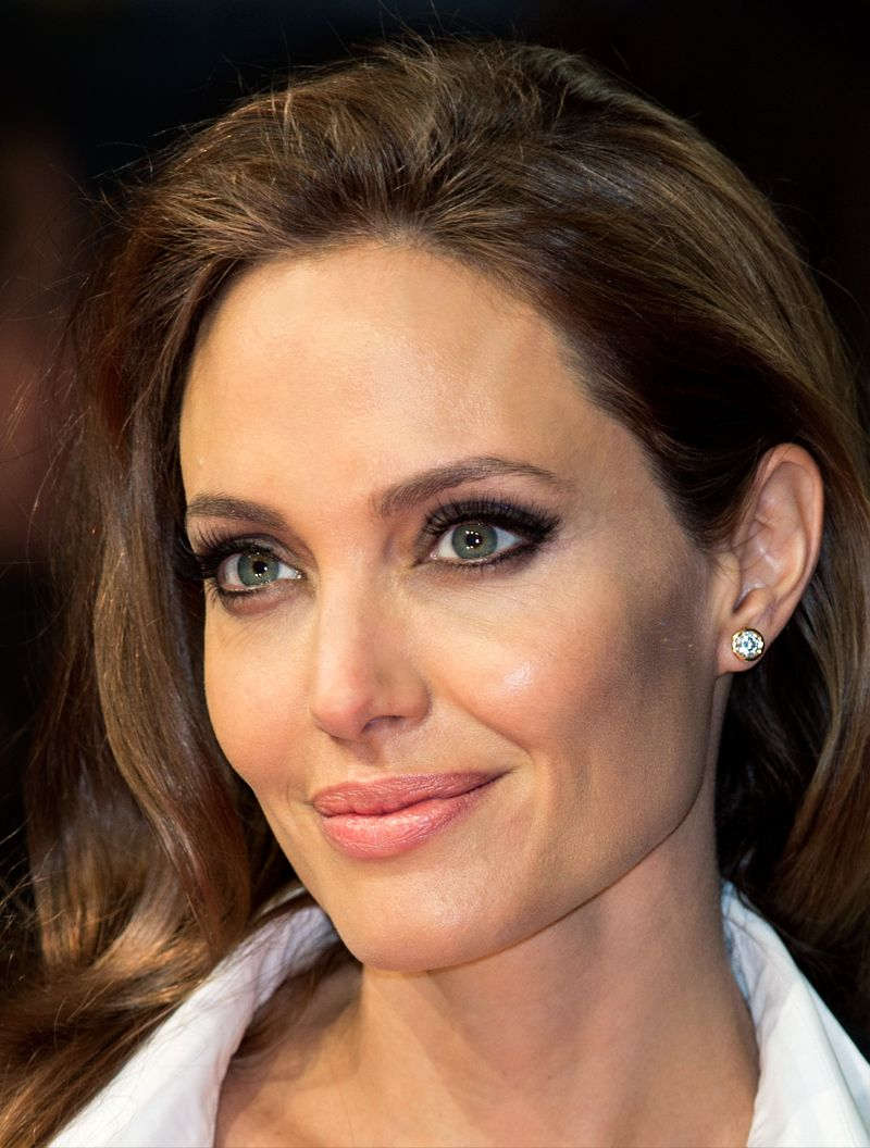 Tiffanyandco: A Glamorous Moment From Last Night's Baftas: Angelina Jolie  In Tiffany Diamond Earrings