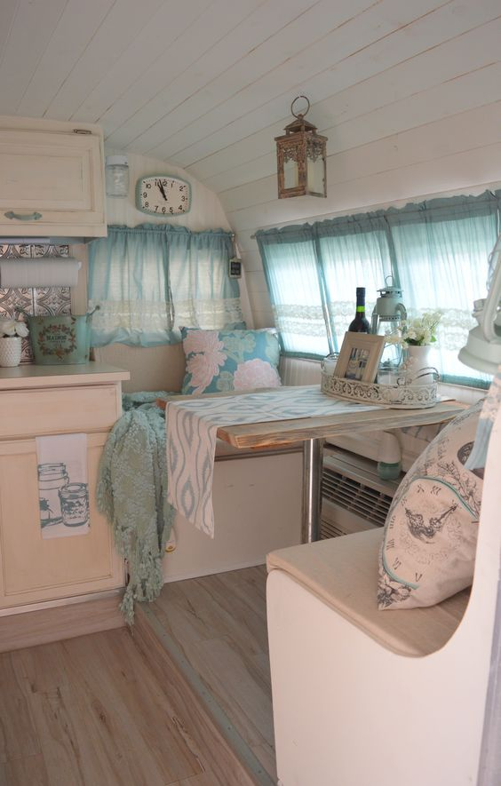 mooi lichtblauw camper interieur accessories for rving pinterest caravane relooking. Black Bedroom Furniture Sets. Home Design Ideas