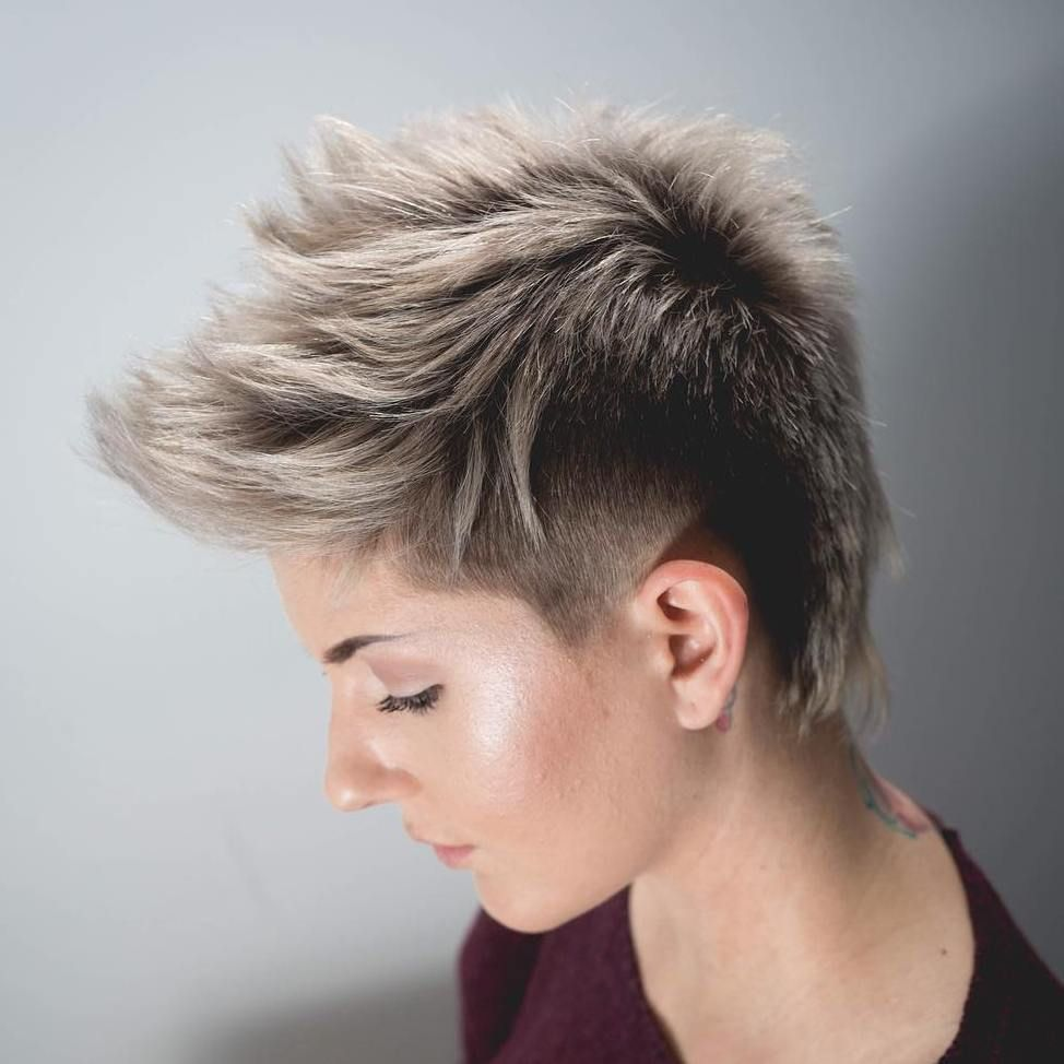bold and beautiful short spiky haircuts for women blonde pixie