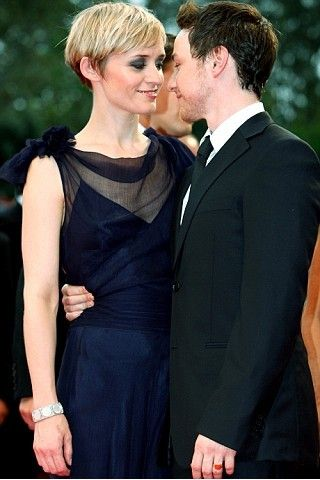 When the world thinks how lucky Anne-marie is, James McAvoy thinks otherwise. And I agree- that James is lucky he has Anne-marie married to him
