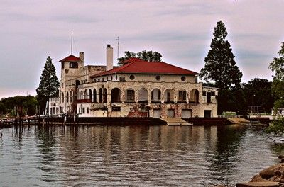 Detroit The Summit Restaurant Boat Club In Line For Boutique Hotel Conversion