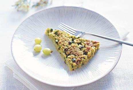 Pistasch- och krusbärssmulpaj | Recept.nu
