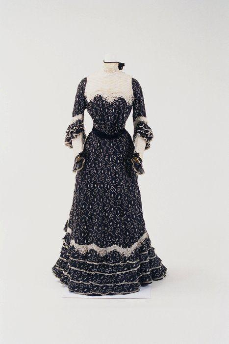 Day dress ca. 1900 From the Bunka Gakuen Costume Museum
