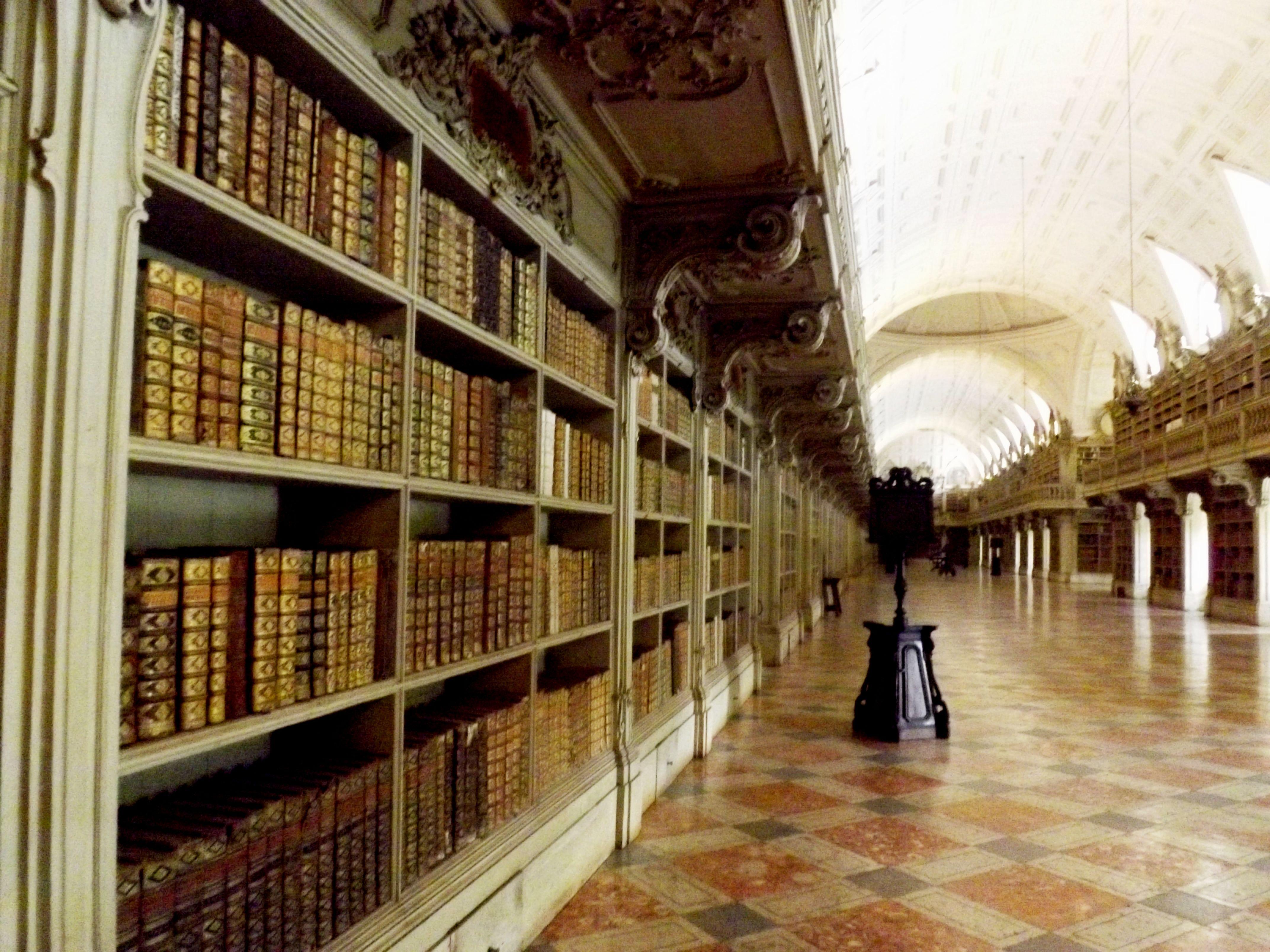 Biblioteca do Palácio Nacional de Mafra, Lisboa, Portugal