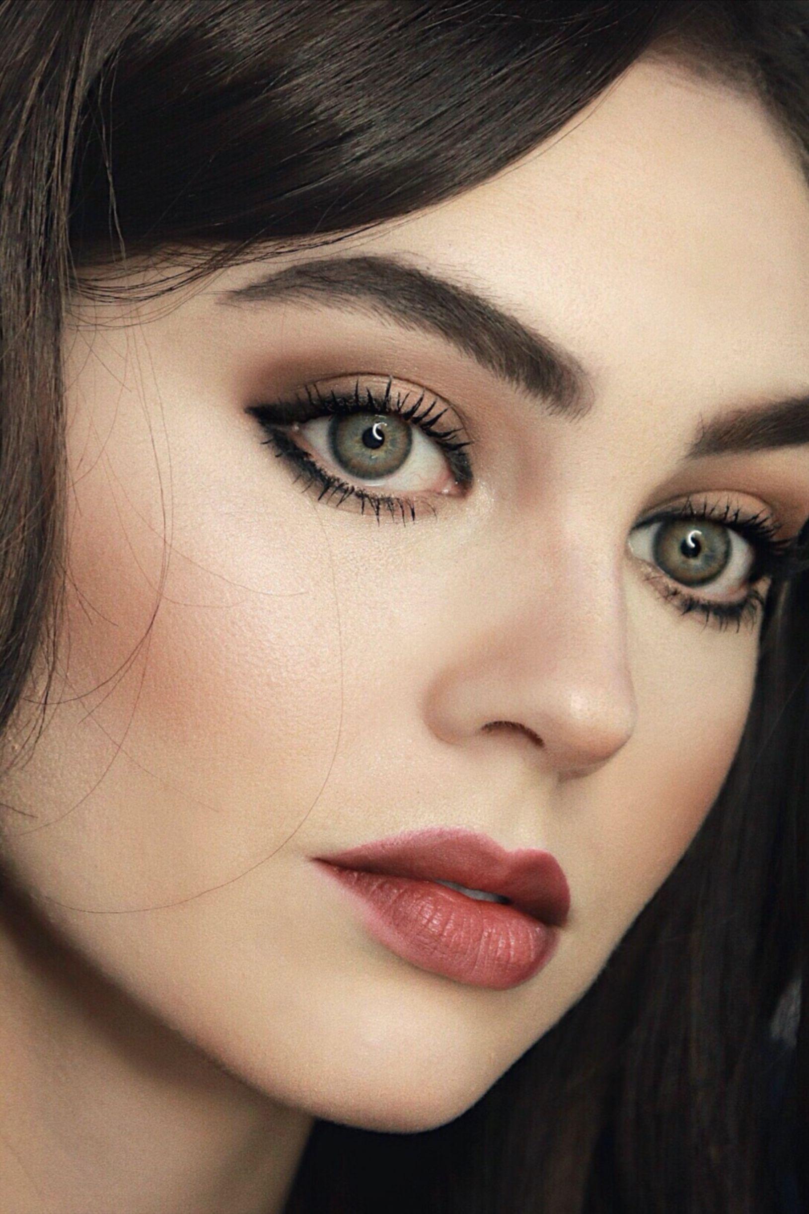 Aria Montgomery Pretty Little Liars Vampy Makeup In 2020 Vampy Makeup Pretty Little Liars Aria Pretty Little Liars