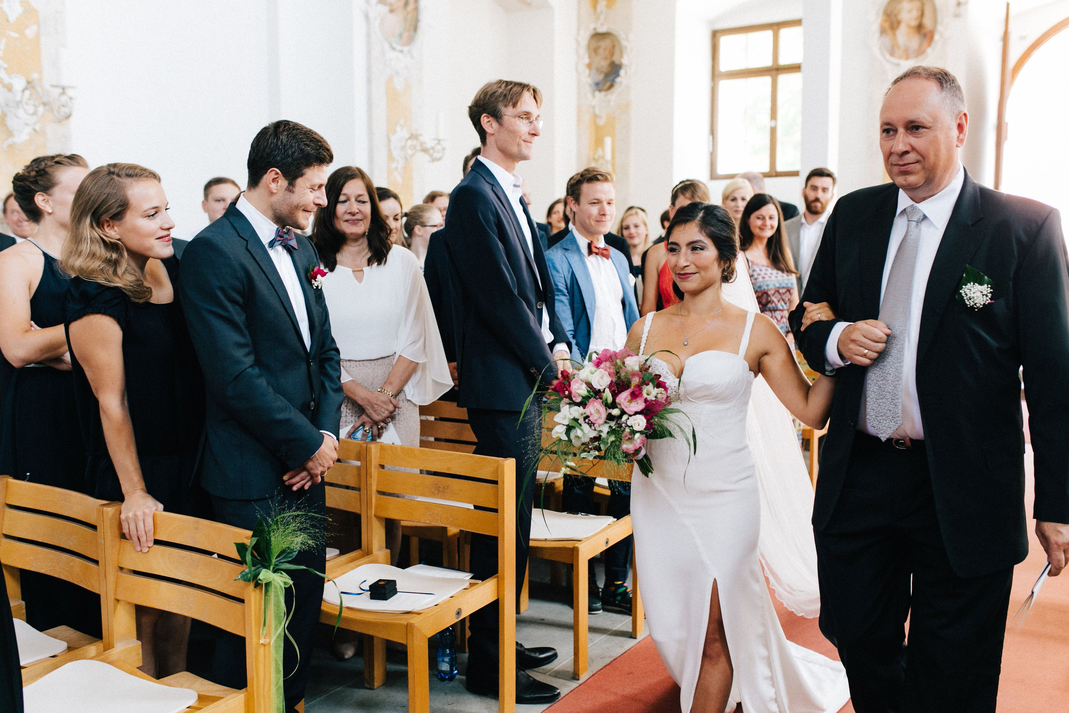 Einzug Braut Hochzeitsreportage Kirchliche Trauung Hochzeit Hochzeitsfotografie Kirchliche Trauung