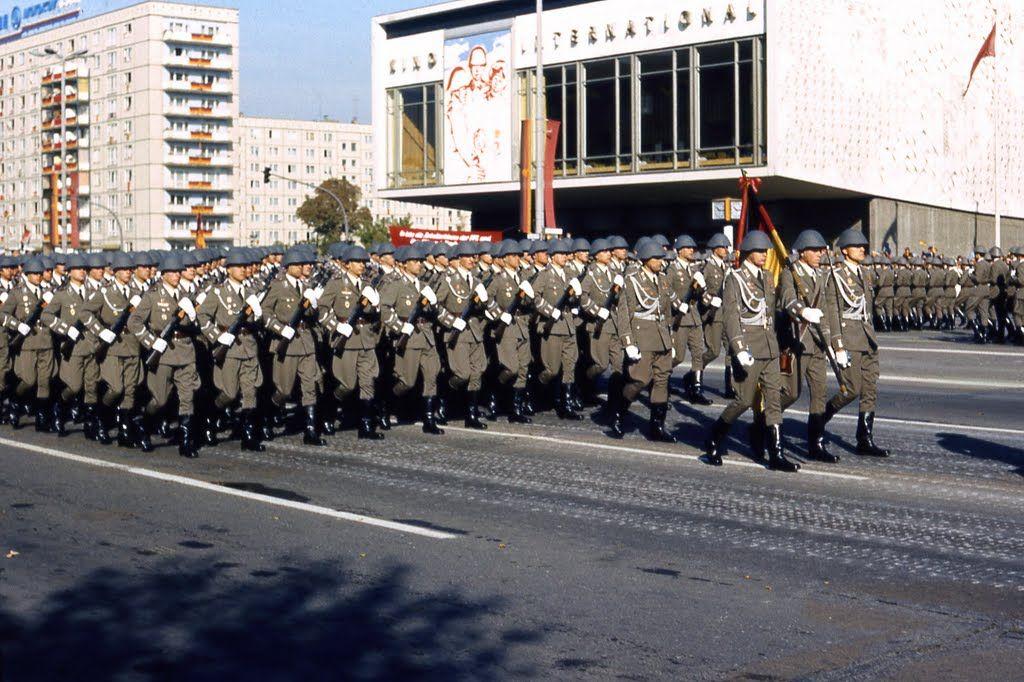 Parade am 1.Mai in  der DDR