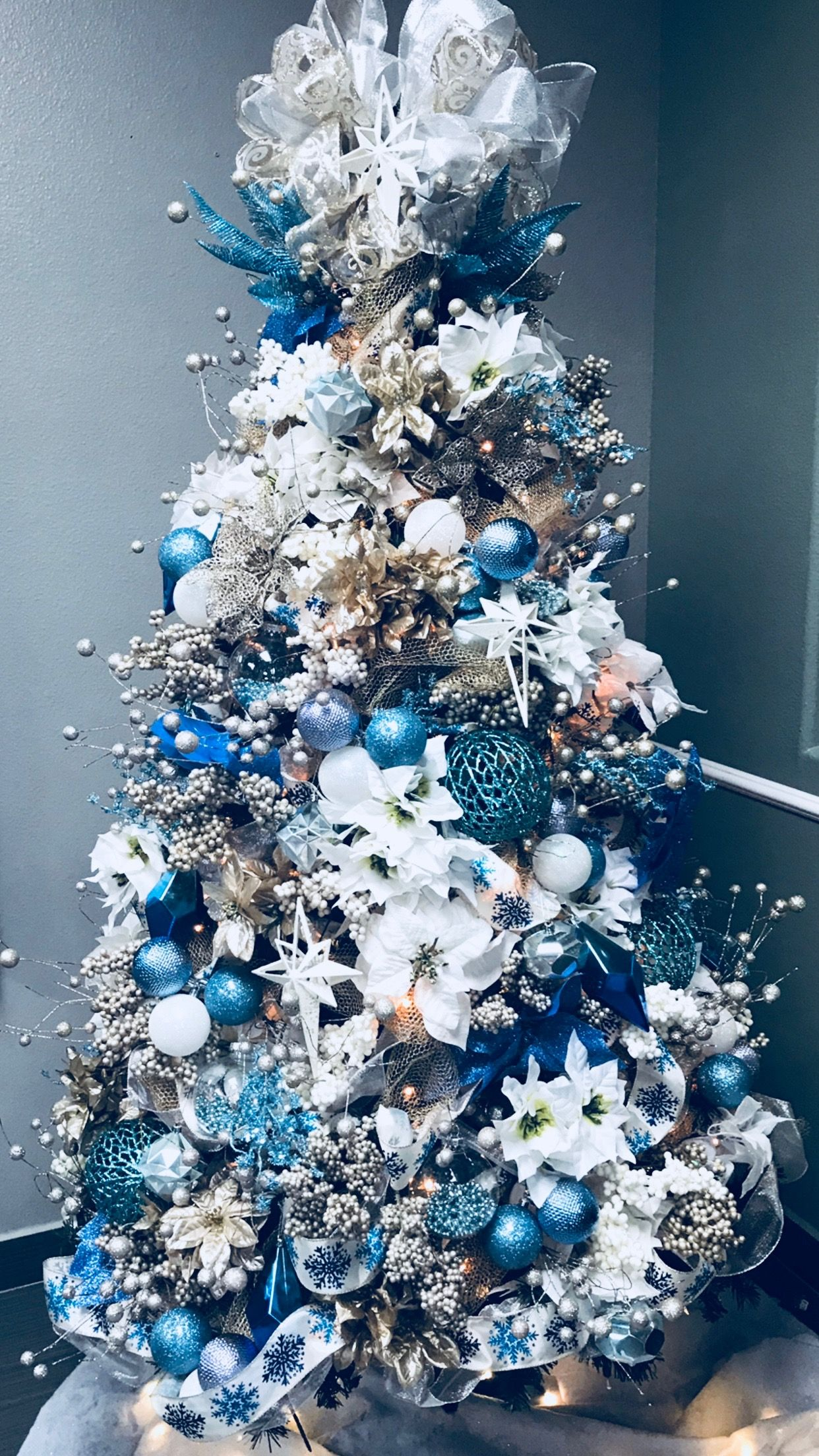 Teal And White Christmas Tree Blue Christmas Tree Decorations Christmas Tree Themes Elegant Christmas Trees