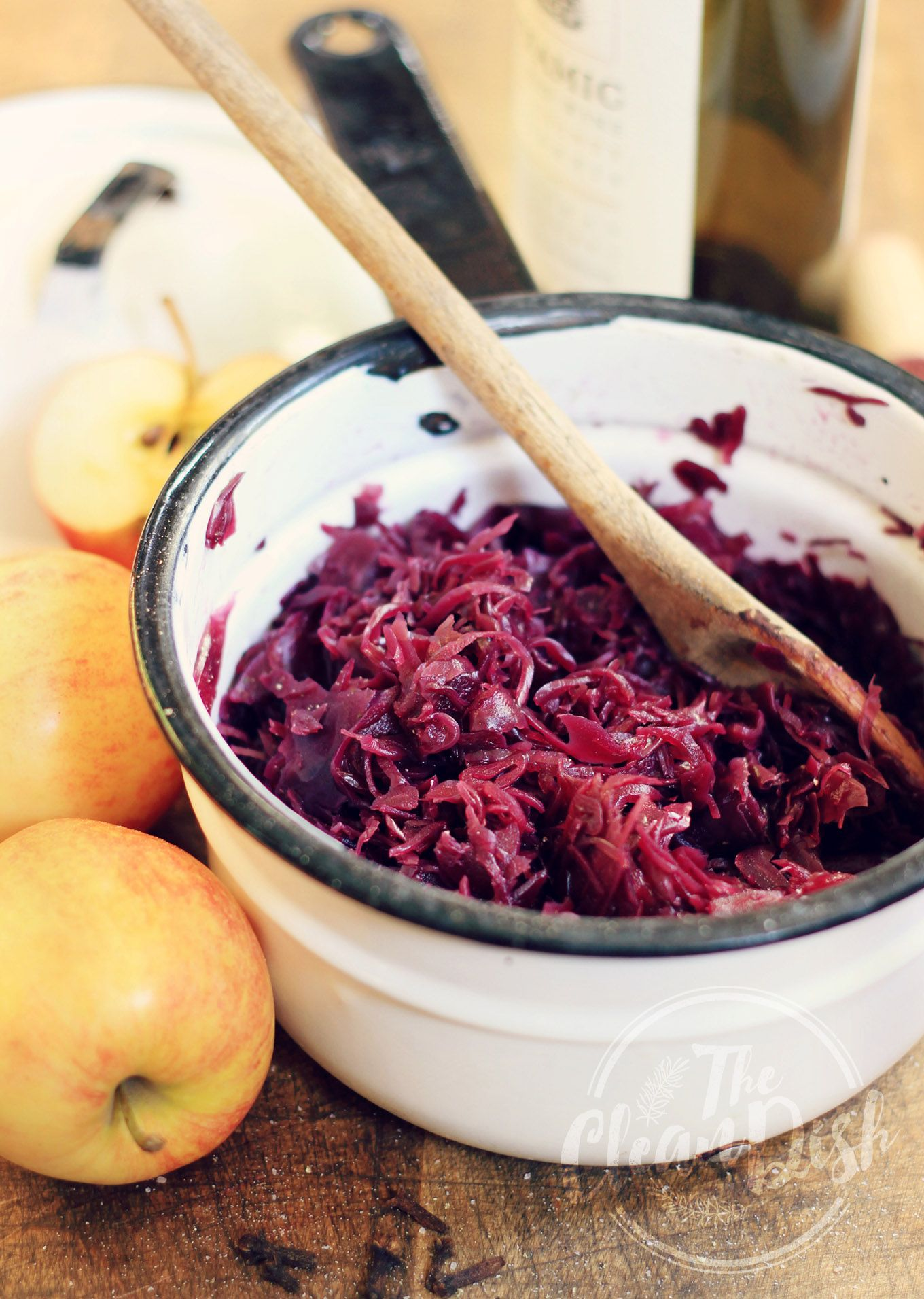 rotkraut german style braised red cabbage with apples and red wine vegan grain free gf. Black Bedroom Furniture Sets. Home Design Ideas