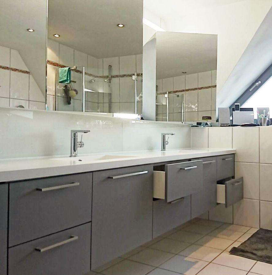 Waschtisch In Achatgrau Und Mineralwerkstoff Ablage Waschtisch Innenarchitektur Badezimmer Waschtische