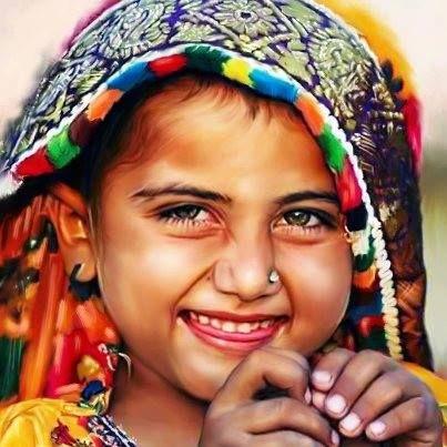 ضحكة جميلة من قلب صغير Face Photography Indian People African Face Paint