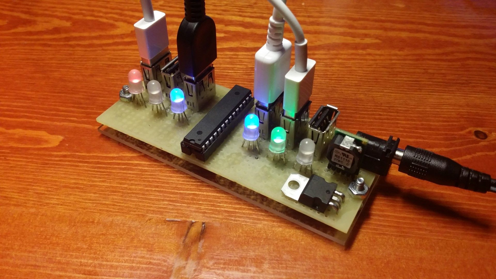 Simple 6x Usb Charger With Current Monitor Electro Pinterest More Electrical Circuits And Devices Are This Is A 6 Port Device Individual On Each The Charging Indicated Using Rgb Leds