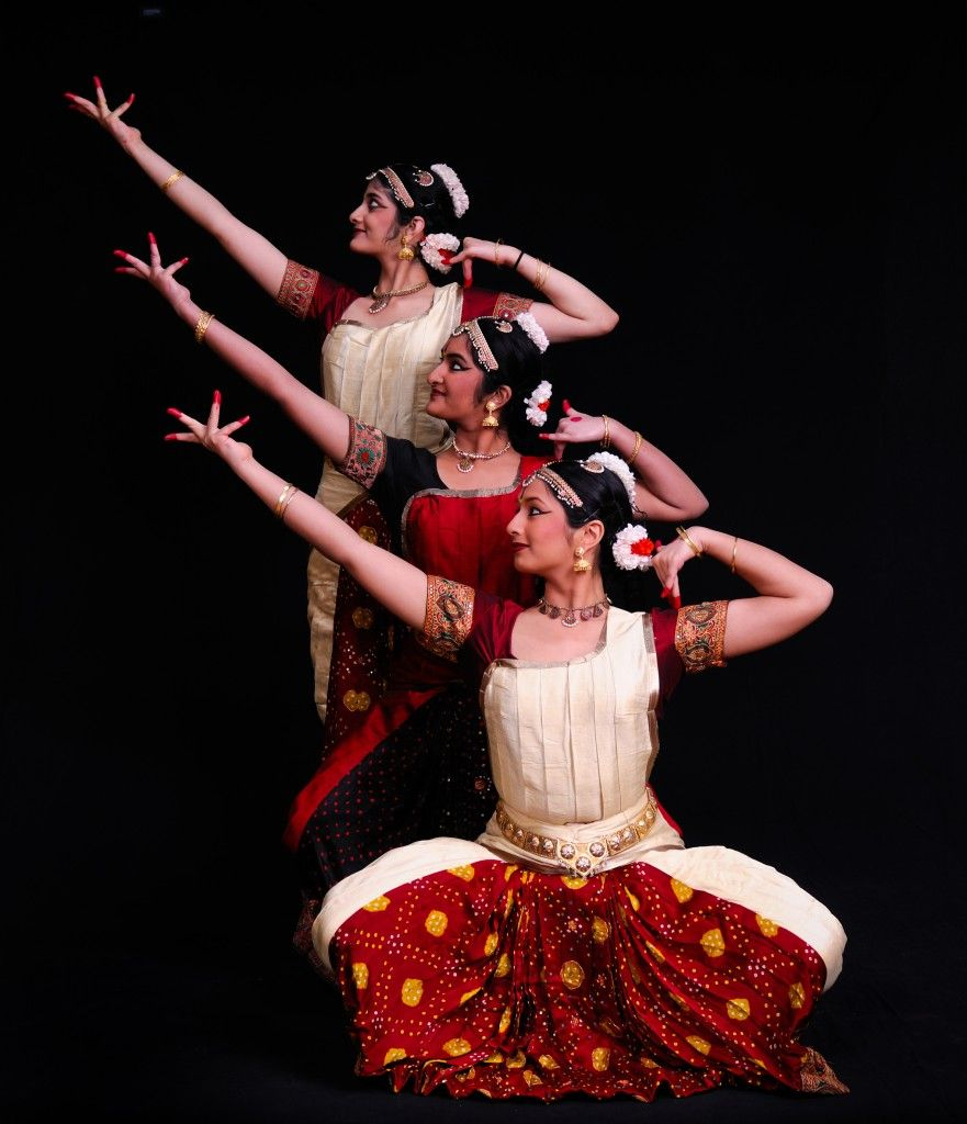 kathak dance essay In both dance and music there are two types called folk and classical different classical dances were born in different parts of india bharat natyam comes from tamil naduka/ha/ca// comes from kerala, kathak from northern india, kuchipudi from andhra pradesh, manipuri from manipur and odissi from orissa.