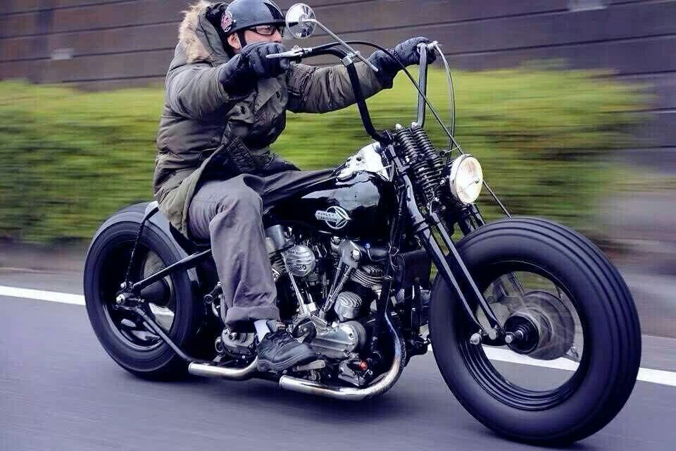 Dreaming Of This On A Cold Winter Day Voitures Et Motos Motorcycle Harley Davidson Bobber