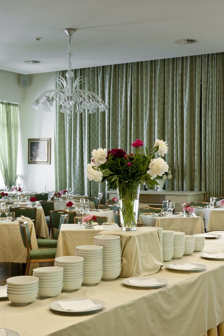 In the Main Restaurant you can find daily specials with international and Mediterranean cuisine.  www.dulacetduparc.com
