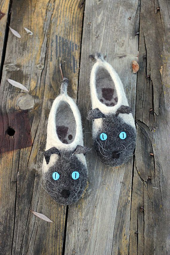 Siamese cats slippers buttons eyes, Himalayan cats, Burmese cat toy, animals, custom size, felted shoes, wool, cats, flat slippers, gift ,  #Animals #Burmese #buttons #Cat #Cats #Custom #eyes #Felted #flat #Gift #Himalayan #shoes #siamese #siamesecatshimalayan #size #slippers #Toy #wool