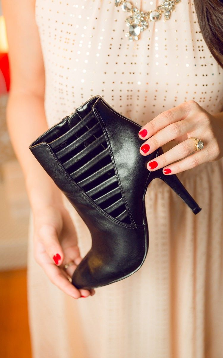 Cutout details + black booties = edgy yet classy. I love wearing these a.n.a booties for all sorts of occasions.