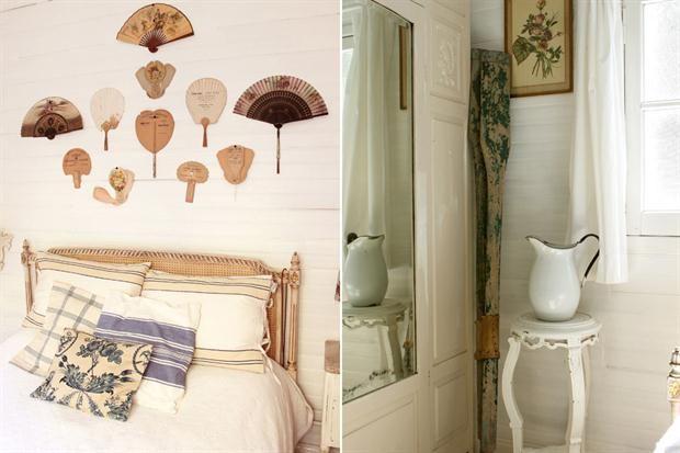 Un espacio decorado con objetos de segunda mano  El dormitorio principal se llenó de abanicos. La jarra enlozada fue regalo de su novio, y la acompañan remos que pertenecieron a su abuelo, tallados por él mismo..