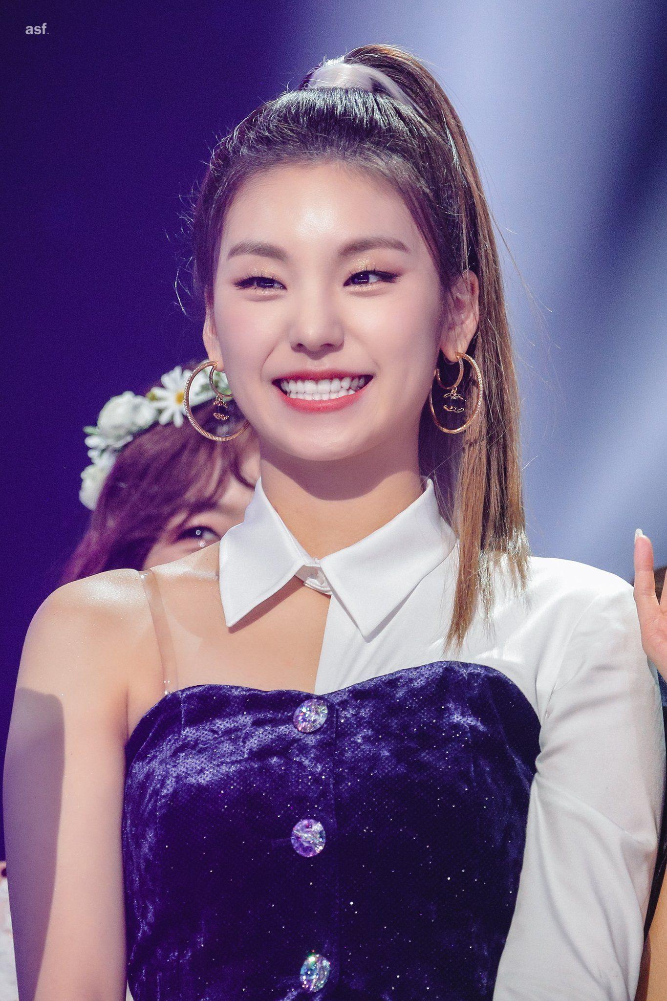 Amour Sans Fin On Twitter In 2020 Itzy Kpop Girls Girl