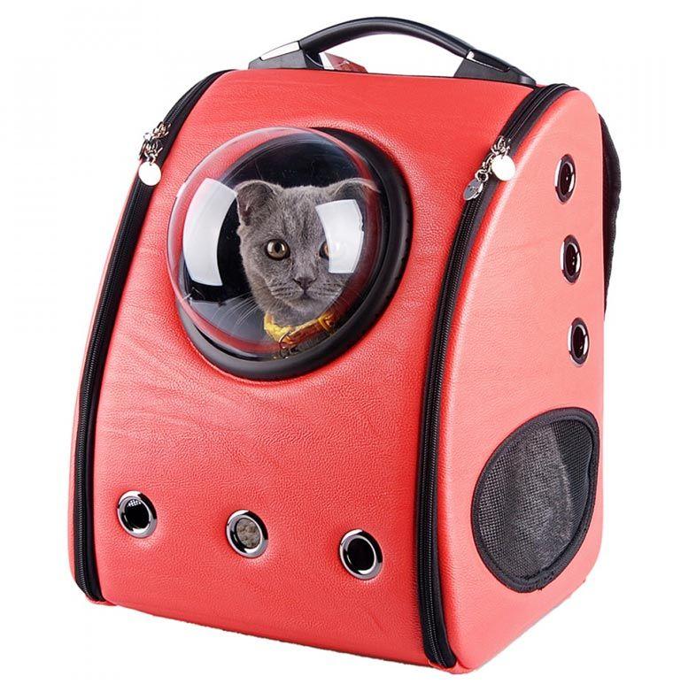 Voici lesCat Backpacks, une collection desacs et de sacs à doscoloréséquipés dehublots pour transporter votre chat ! Un gadget étonnant imaginé