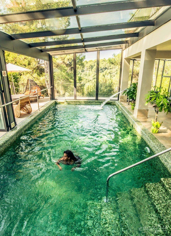 Pin By Amanda Paris On Architectuur Indoor Swimming Pool Design Backyard Pool Designs Dream Pools