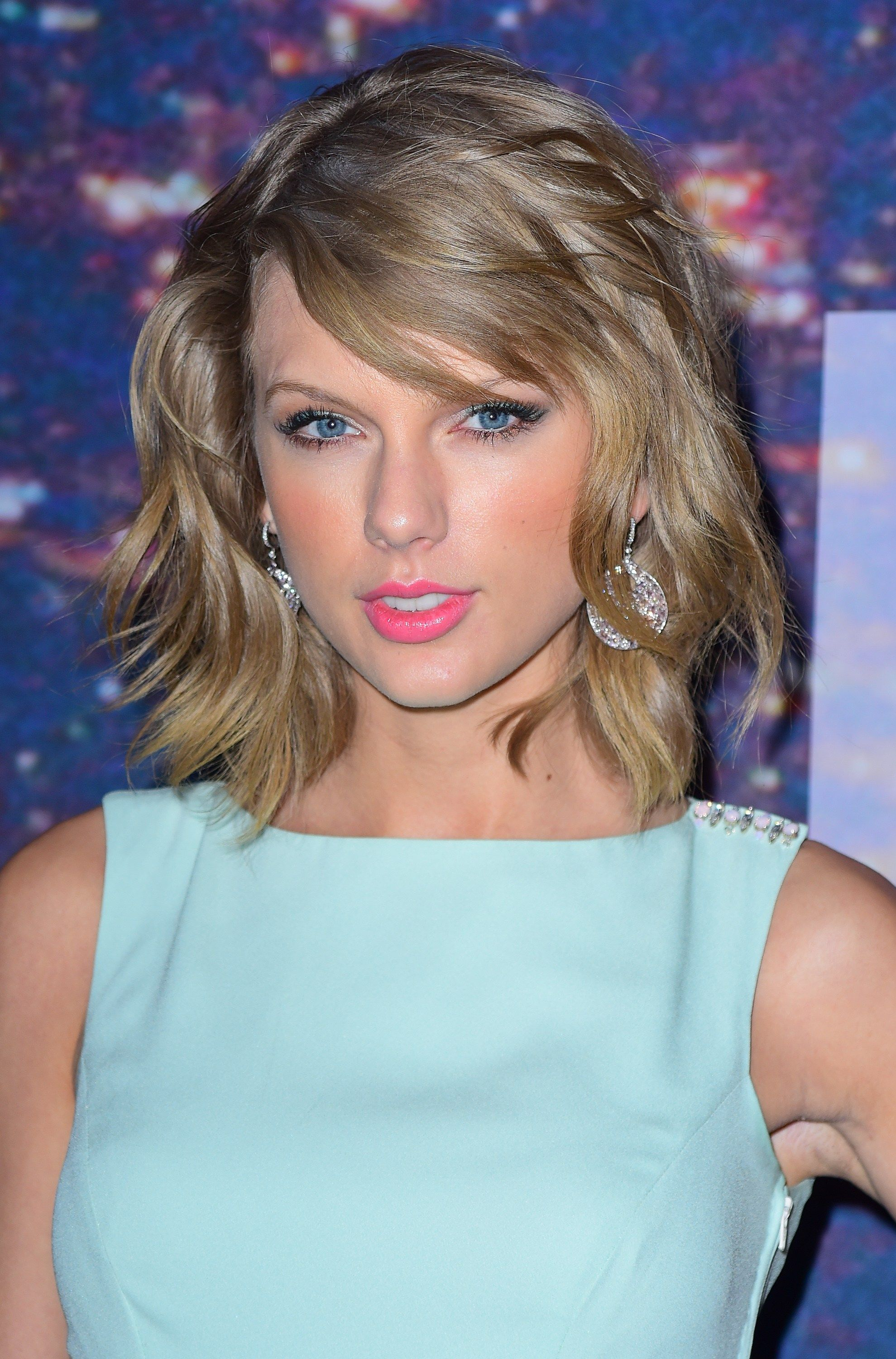 Taylor Swift Wears Summery Sweet Pastels For A Girls Night Out