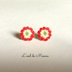 Boucles d'oreilles création originale clous puces fleur rouge et blanche d'inspiration japonaise