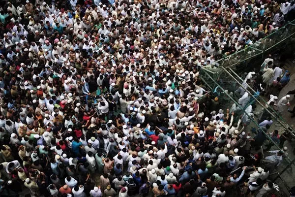What Does A Picture Of Exactly 1 000 People Look Like Quora Pictures City Photo Photo