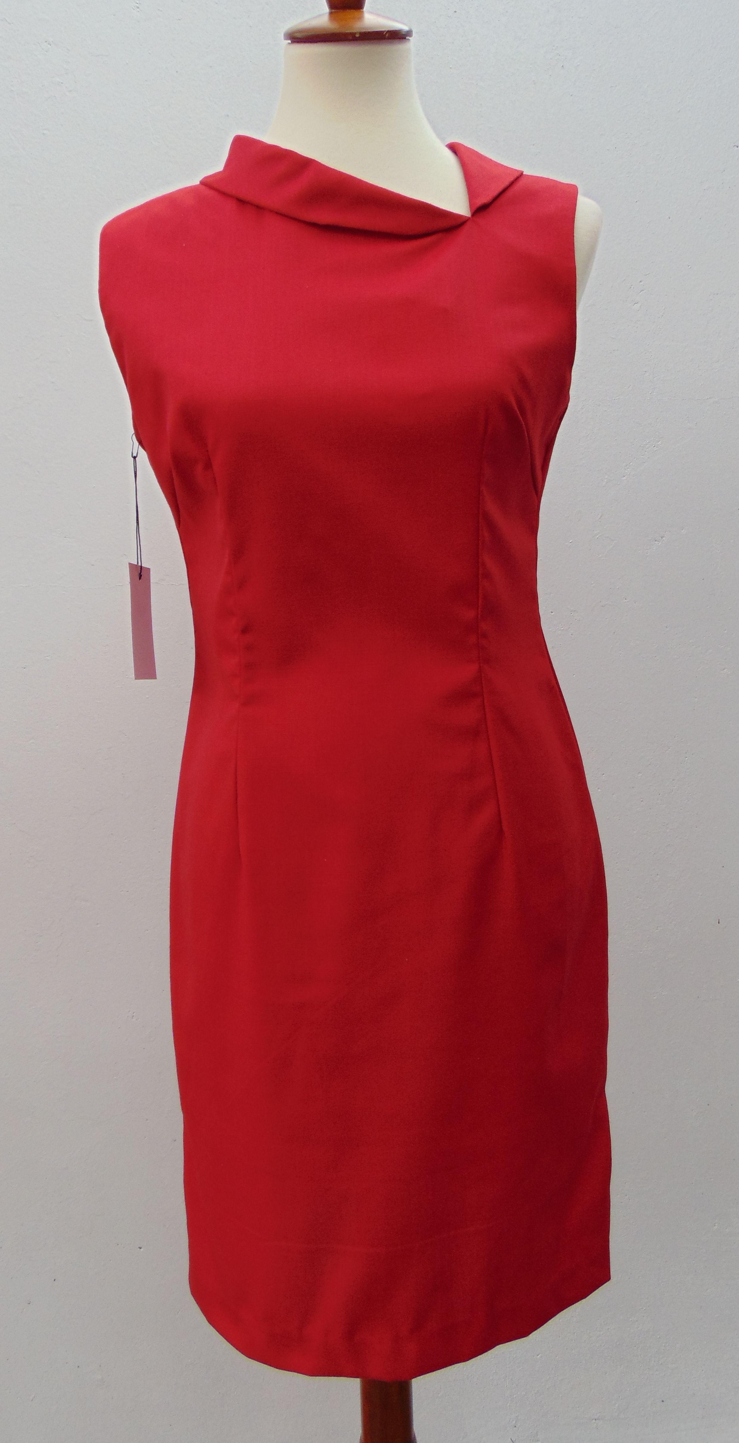 Vestido rojo elegante cuello con dobladillo vintage talla SMALL marca Macadamia Panamá