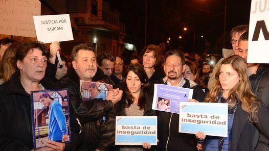 Masiva marcha en reclamo de seguridad en El Palomar - Clarín.com