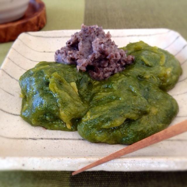 両親手作りのよもぎ餅に安納芋を練り込みました 柔らかく食べれるのがイイ♡  トッピングはこしあんで(◍ ͒•ಲ• ͒◍)♬  簡単おやつ♪  レシピブログさん、ステキレシピありがとうございます✨ - 153件のもぐもぐ - レシピブログさんの料理 余ったお餅de安納芋よもぎ餅♡ by satohayaami