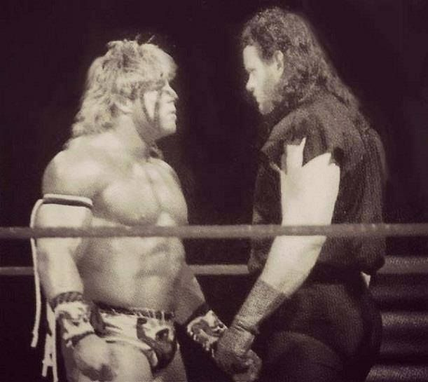 The Ultimate Warrior vs. The Undertaker  cd84eff04ac5