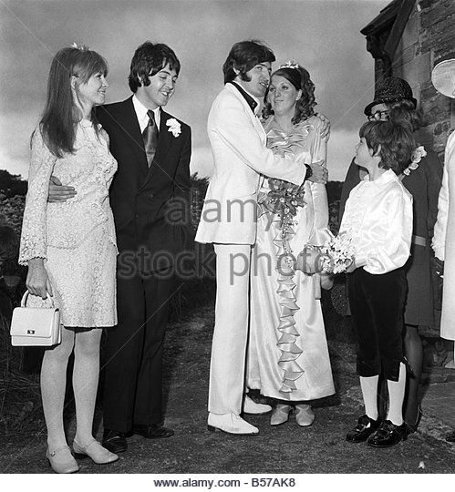 Mike McCartneys Wedding Jane Asher Paul McCartney Groom And Bride With The Little Page Ruth 8 June 1968 Y05673 01