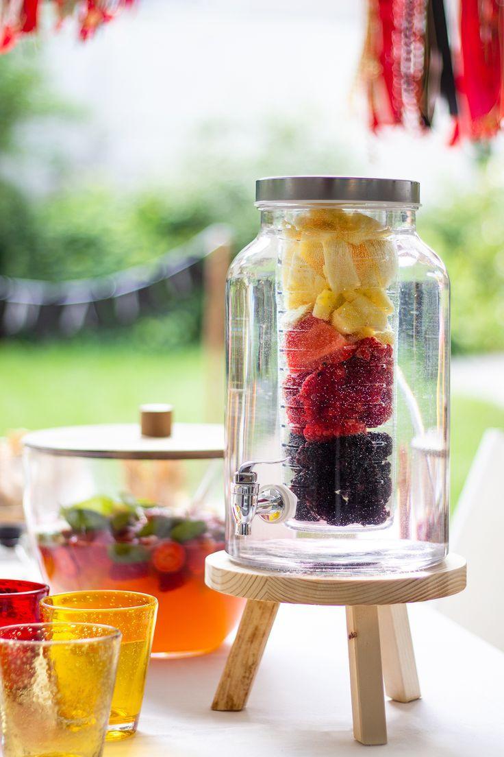 Stilvolle party deko in schwarz rot gold sommer summer for Stilvolle gartendeko