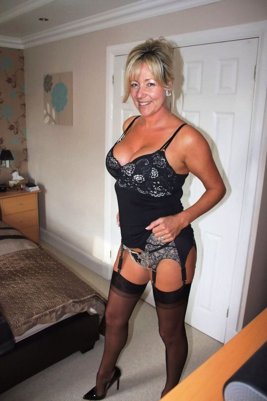Mature Sexy Lady Dressed The Proper Way